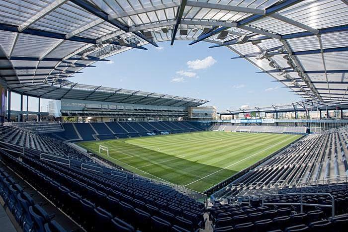 Aluminium-canopy-for-football-stadium-polycarbonate-cover-514261